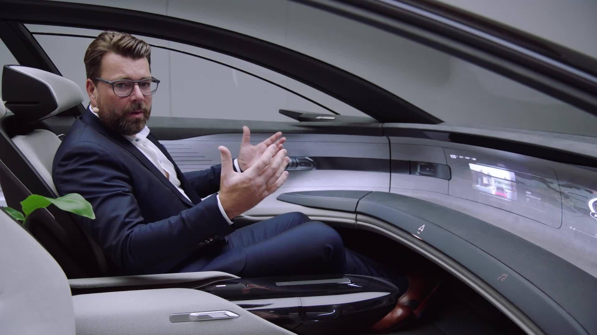 Oliver Hoffmann präsentiert den neuen Audi grandsphere concept