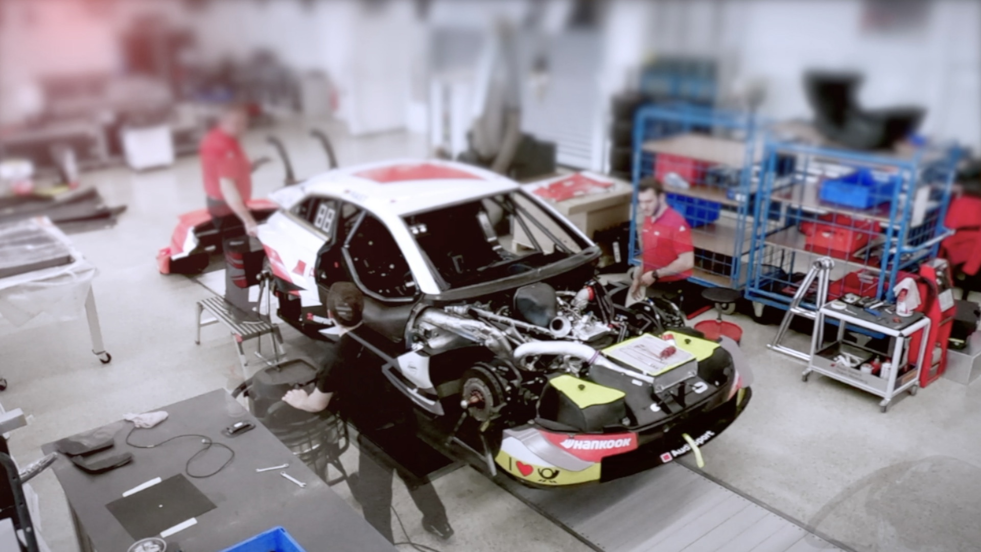 Time-lapse: 2019 Audi RS 5 DTM assembly